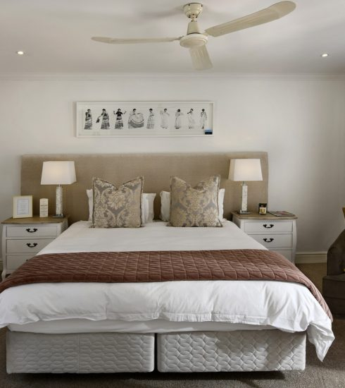 Bedroom Interior Design Bed Room  - peterweideman / Pixabay