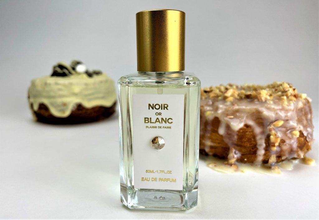 Perfume Fragrance Bottle Scent  - mwkum9772 / Pixabay